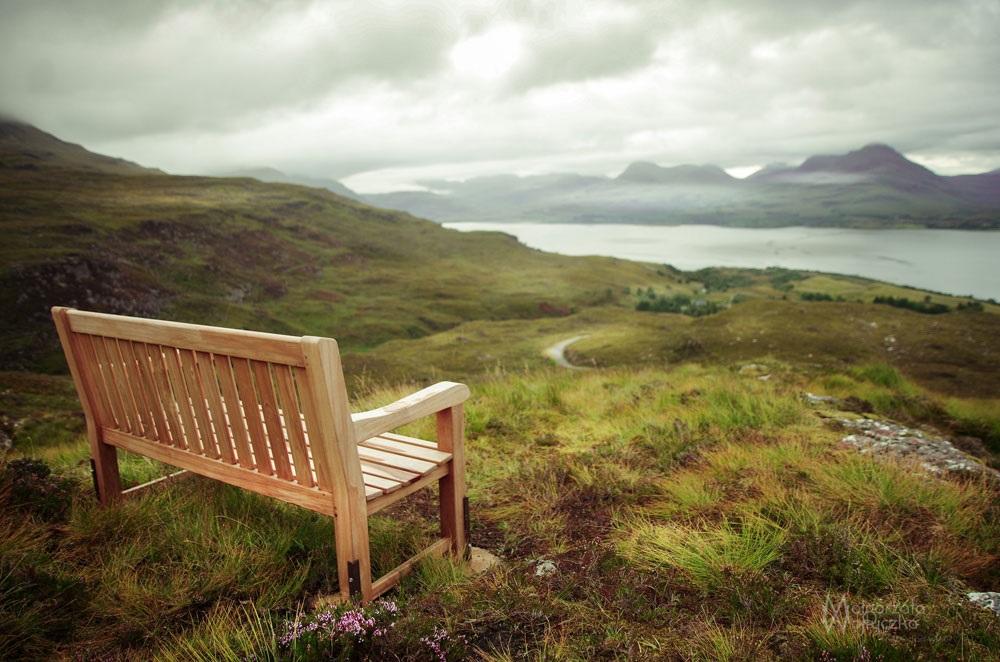 ławka na wzgórzu